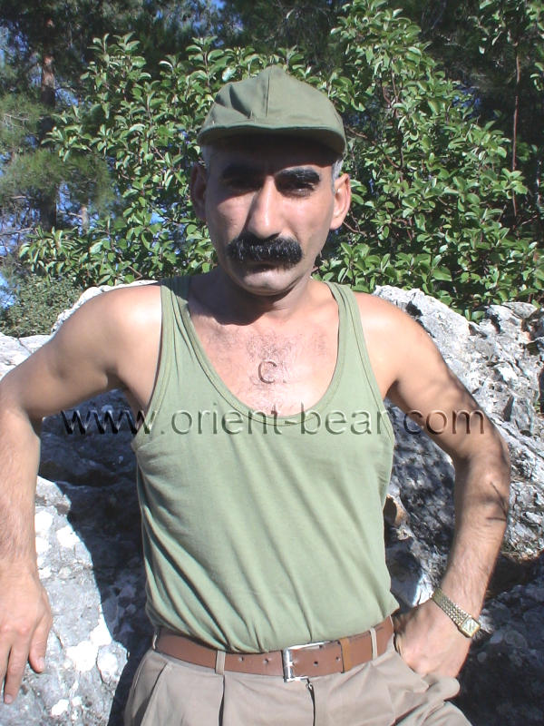 Ismael M. - a horny naked kurdish Man with a thick turkish Mustache