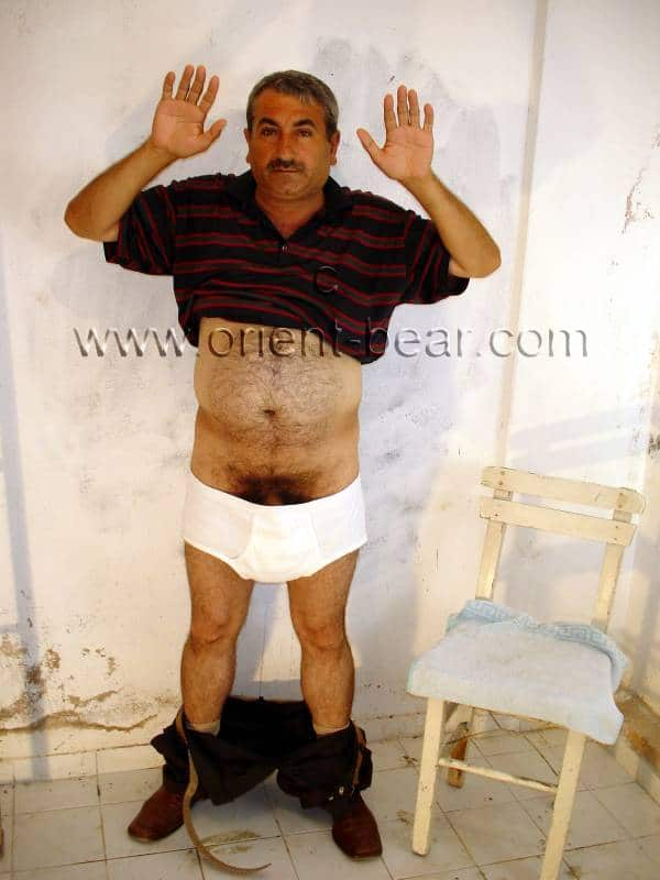 Hayder is a naked turkish silver daddy with a big fat cock and a character like a turkish bear in a turkish gay video.